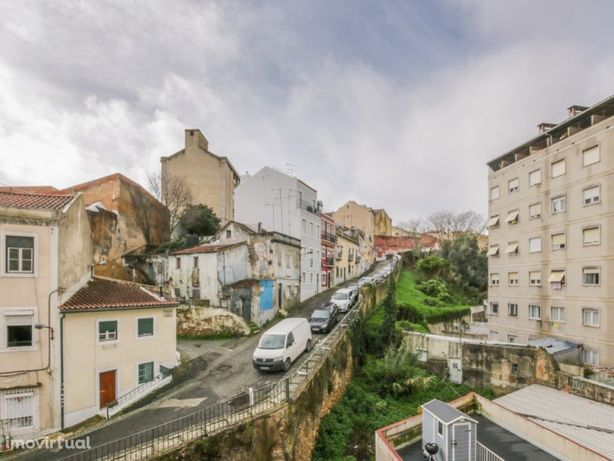 Prédio com 4 pisos em Lisboa