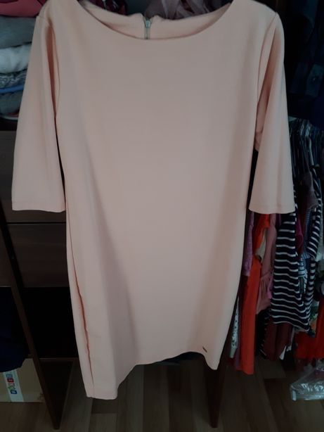 Dresowa sukienka morelowa