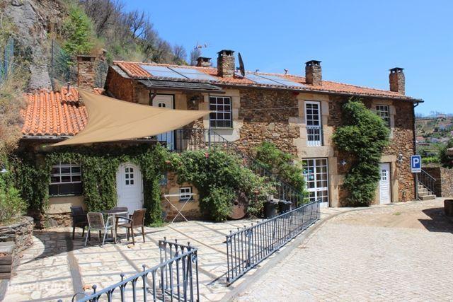 Impressionantes Casa de Campo e moradia rústica ao pé do rio Alvôco da