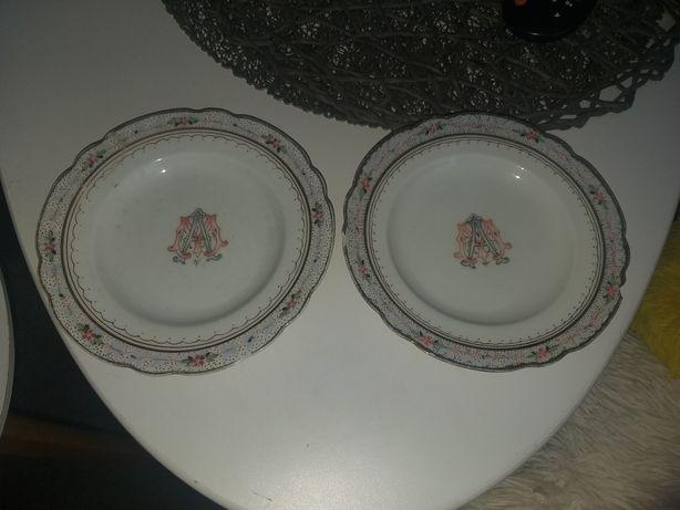 Bardzo stare dwa talerzyki z porcelany z sygnaturami