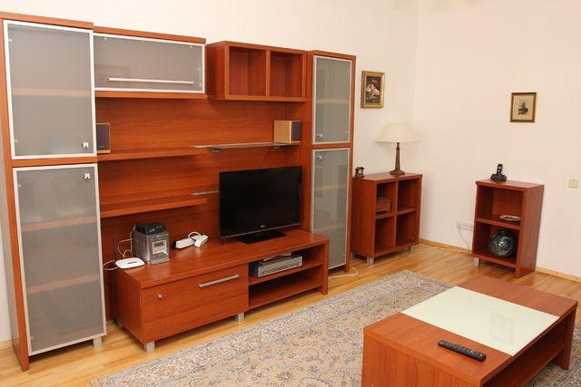 2-ох кімнатна квартира поруч з метро Л. Толстого та Палац Спорту.