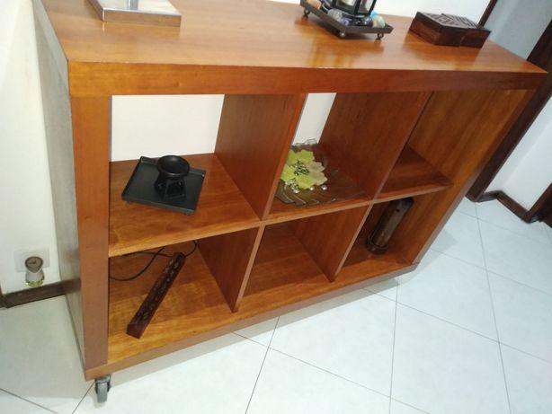 Estante para sala ,escritório,quarto em Pinho mel.