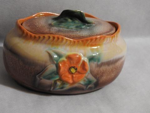 Śliczny ceramiczny pojemnik -ozdoby w 3D -sygn. na spodzie