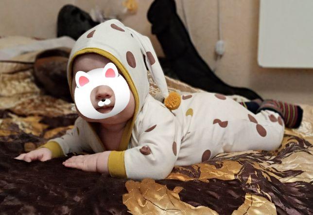 Чоловічки . Одяг для немовлят  на 3-6 м