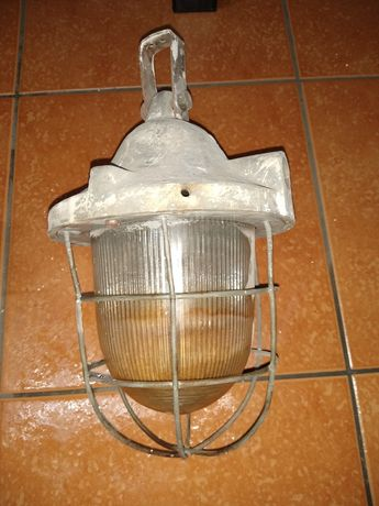 Lampa PRL stara industrialna