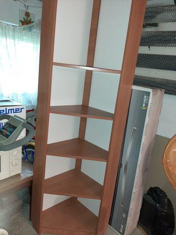 Regał narożny z półkami