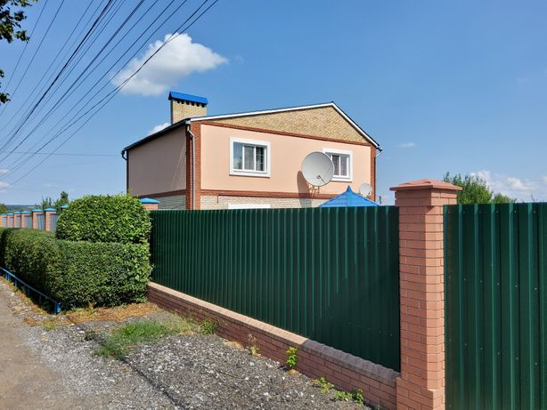 Продается хороший газ дом, в отличном месте, с замечательным двором.