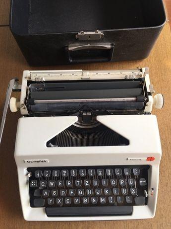 Máquina de escrever Olympia Monica