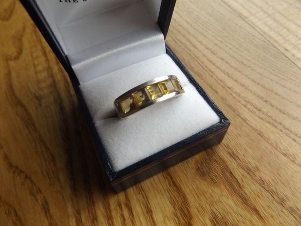 Pierścionek srebrny 925 ze zdobieniem a la bursztyn śr. 19 mm
