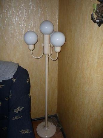 lampa biała do sypialni