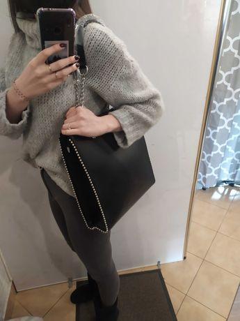 Czarna torebka skóropodobna