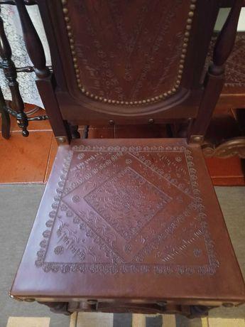Conjunto Cadeiras de Madeira + Arca de Madeira em ótimo Estado