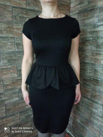 Маленькое черное платье с баской на 46-48р