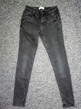Czarne spodnie marki Pulz Jeans rozmiar S