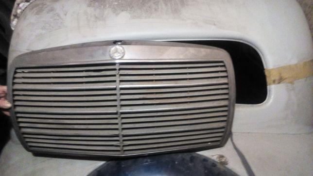 Решетка радиатора на Mercedes 123 и 115