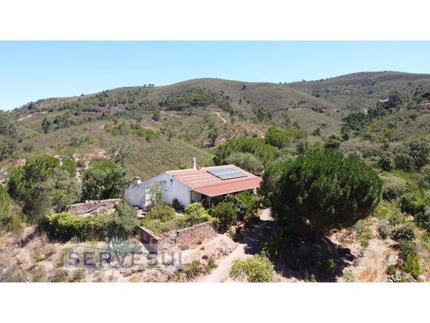 Quinta com 17 hectares e casa de habitação, com 2 barrage...