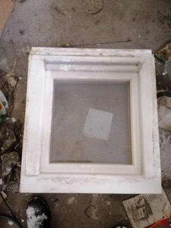 Okno drewniane otwierane-uchylne 70x60 cm