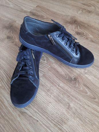 Продам туфлі-кросівки на хлопчика 38р.