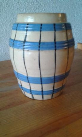 Jarro de porcelana em forma de barril