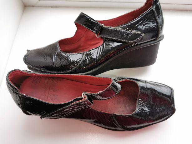 "Кожаные туфли ""Clarks"" (5,5)"