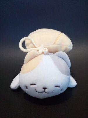 Pluszak kot marshmallow z breloczkiem