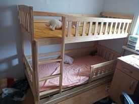 Łóżko piętrowe z materacem