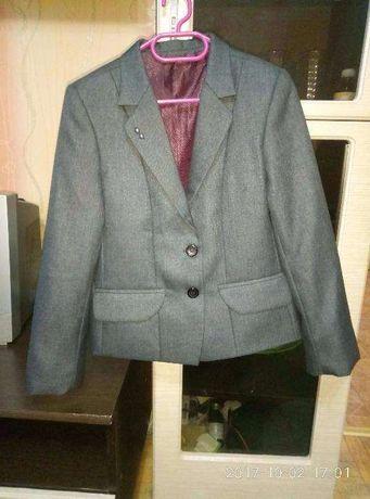 Школьный костюм,пиджак,штаны,юбка +брюки подарю