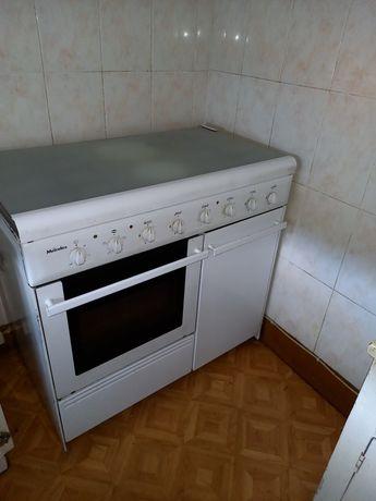 Fogão com 4 + 2 e forno