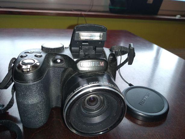 Cyfrowy aparat fotograficzny FUJI Finepix s2950