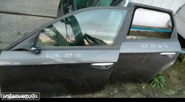 Portas Alfa 159 de 4 portas, e traseira esquerda break.