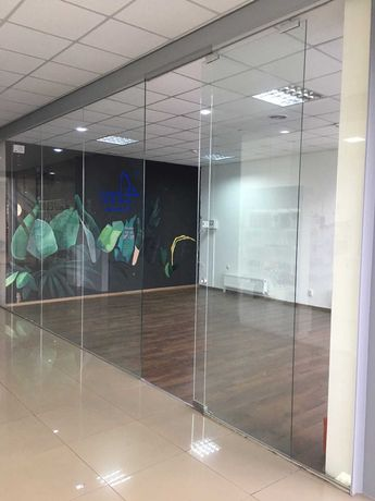 Продається торгово-офісне приміщення на 2 поверсі ТЦ L. 33м2. 32000уе