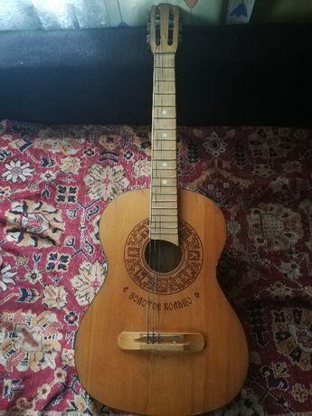 Gitara złoty pierscionek