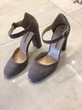 Zamszowe buty typu słupek