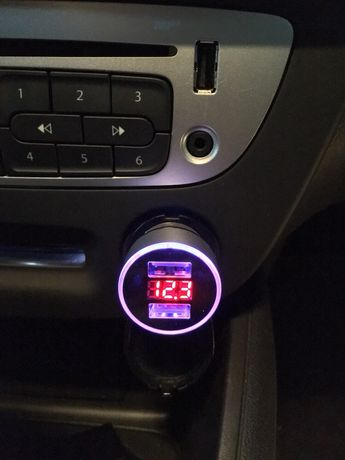 Carregador de telemóvel para automóvel 3.1A com Led e 2 portas USB