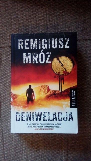 Deniwelacja - Remigiusz Mróz