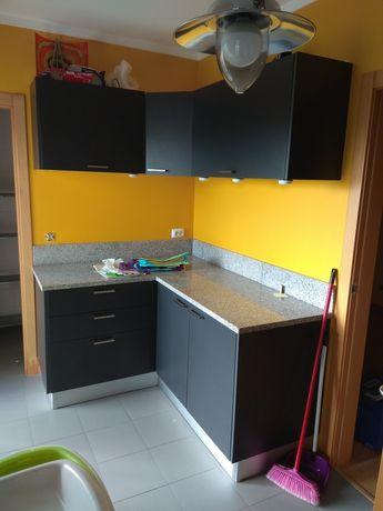 Bancada e móveis cozinha