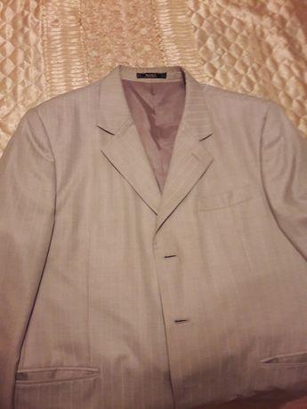 Хороший светлый мужской костюм р.50-52