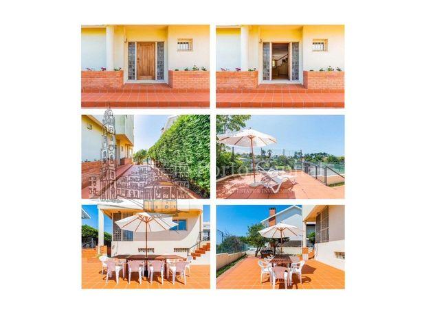 MARAVILHOSA MORADIA T4 Situada em Miramar Perto da Praia,...
