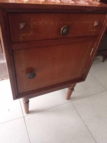 Mesa de cabeceira vintage