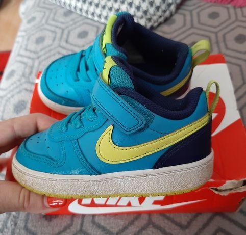 Buty chłopięce Nike r.22 idealne