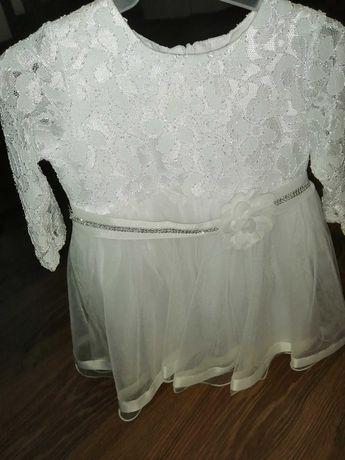 Biała sukieneczka 68