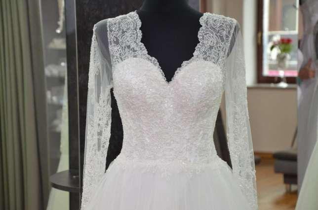 Piękna suknia ślubna z rękawkiem, koronka, zabudowana - OKAZJA