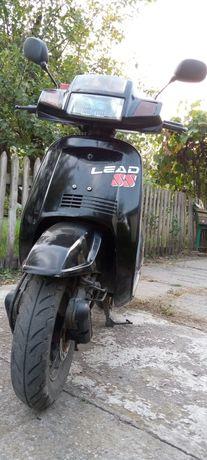 Скутер на полном боевом ходу!