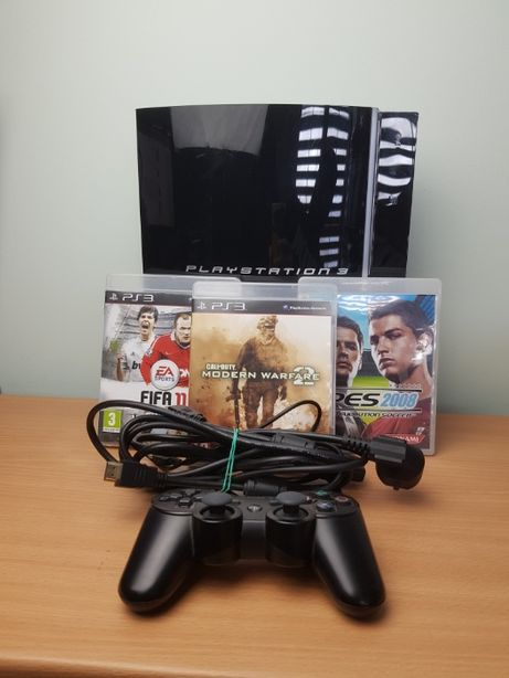 Konsola Playstation 3 FAT 300GB + pad, okablowanie i 3 gry