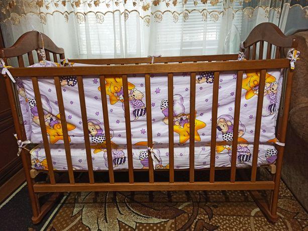 Детская кроватка с защитой, пастельным и одеялком
