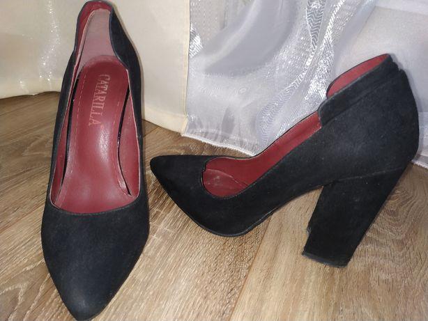 Туфлі, в доброму стані, замш, вдівались разів 5, куплені за 950грн.