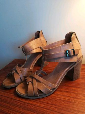 Sandały skórzane nude r.39