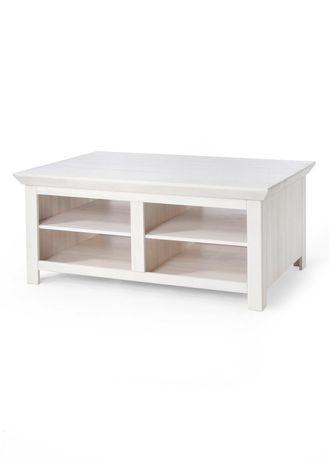 Duża bielona ława, drewniany biały stolik z półkami