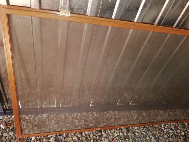 Siatka przeciw owadom na drzwi balkonowe