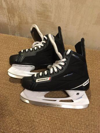 Хоккейные мужские коньки NORDWAY NDW300